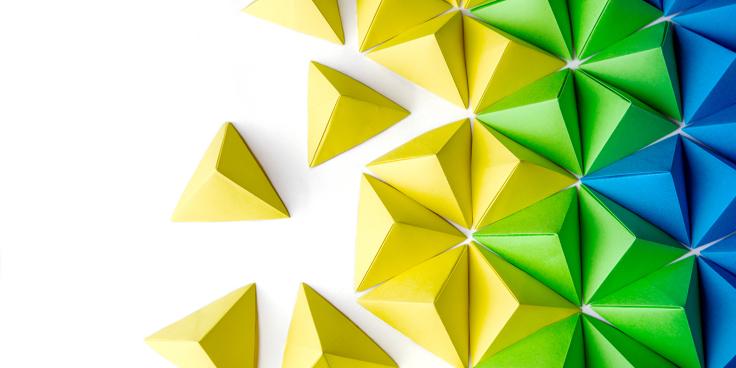 Come costruire piramidi con gli origami? Ecco le istruzioni per creare una piramide da passeggio!
